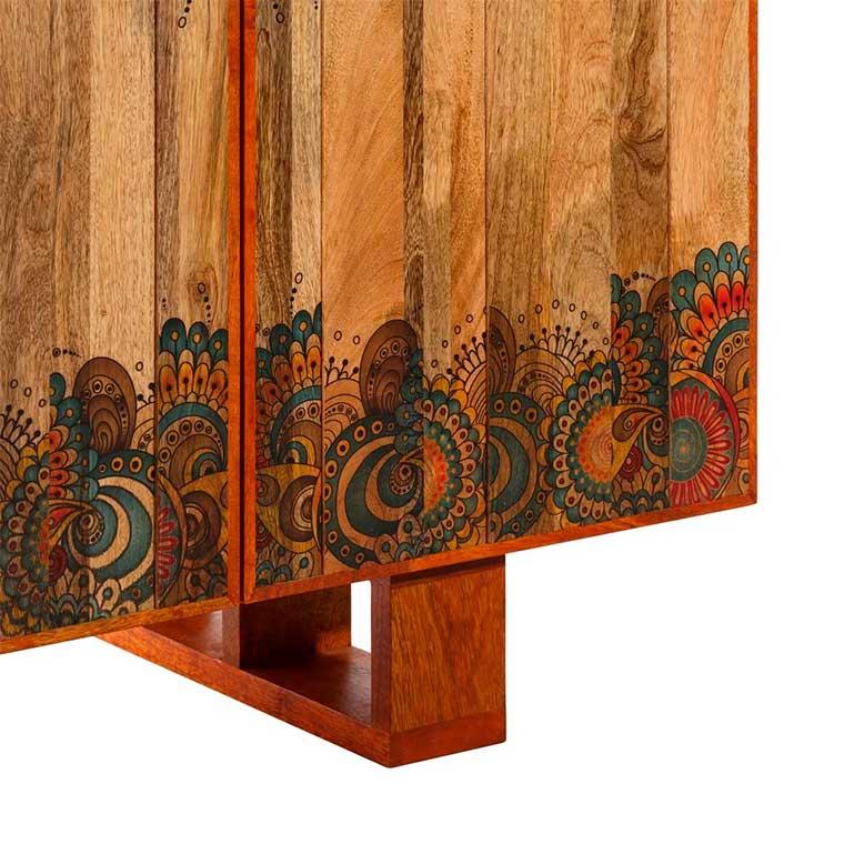 Aparador decorado con Mandalas detalle patas