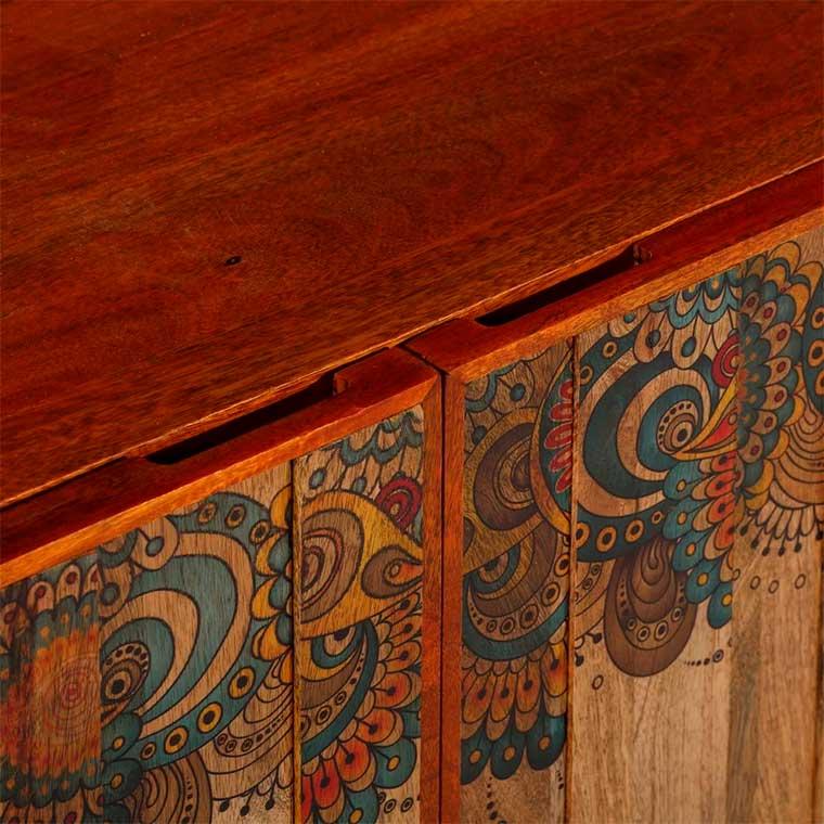 Aparador decorado con Mandalas detalle puerta