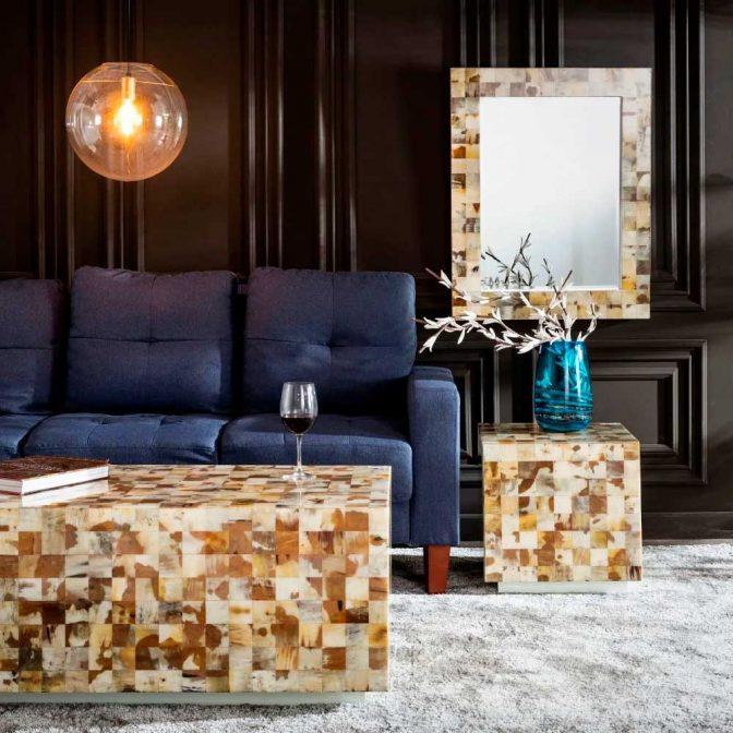Espejo de diseño con piezas mosaico de asta natural ambiente