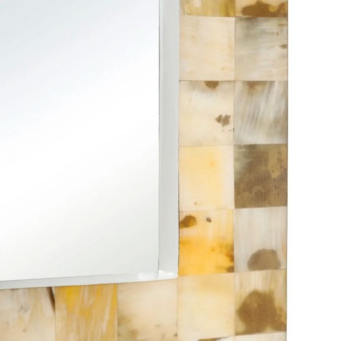 Espejo de diseño con piezas mosaico de asta natural esquina inferior
