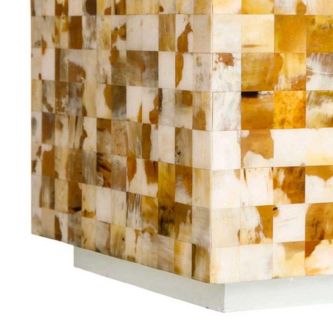 Mesa auxiliar mosaico de piezas de asta natural detalle base