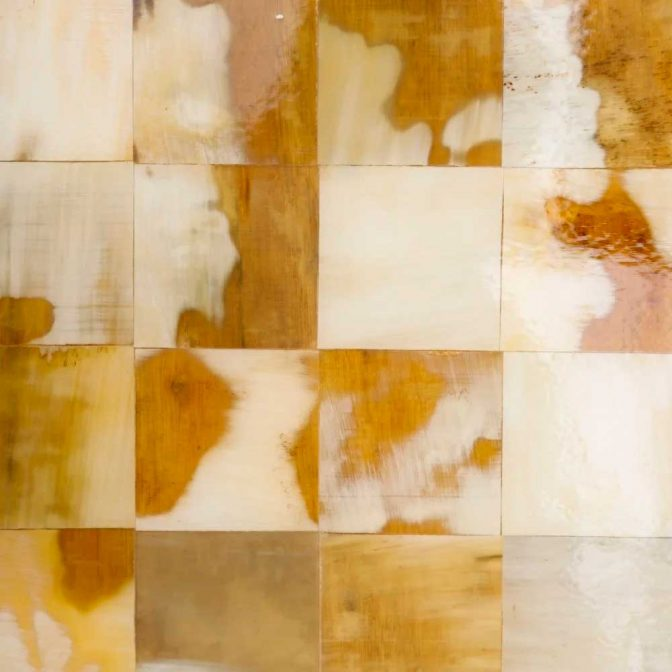 Mesa auxiliar mosaico de piezas de asta natural detalle mosaico