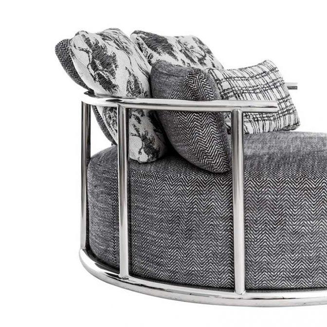Sofá redondo de diseño Acero Inoxidable y Tela Gris con cojines variados detalle